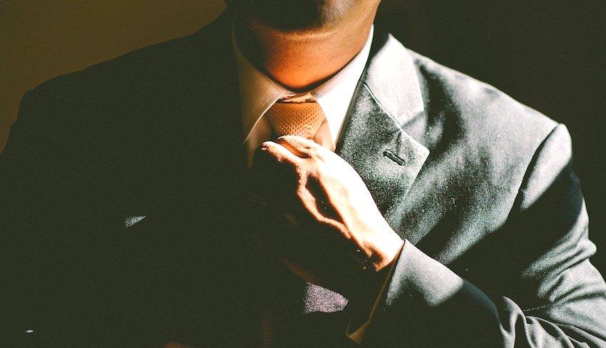 Лидер в галстуке
